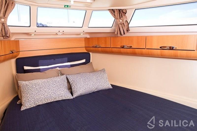 Greenline 33 - Yacht Charter Sailica