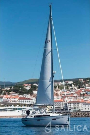 Bavaria 37 - Yacht Charter Sailica