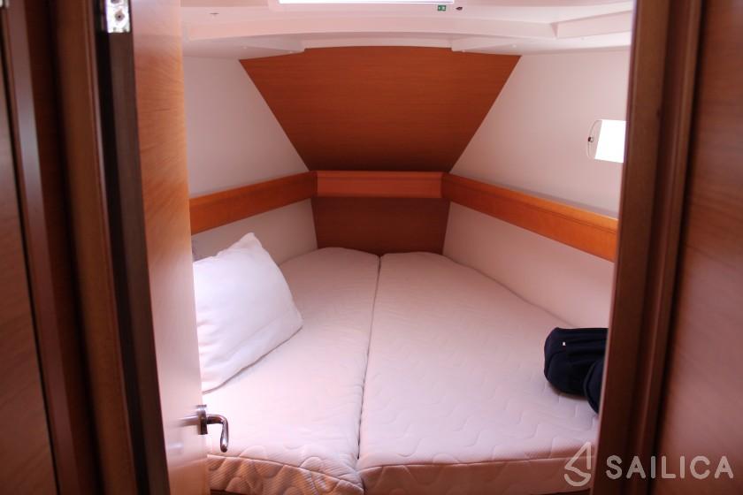 Sun Odyssey 33 - Yacht Charter Sailica