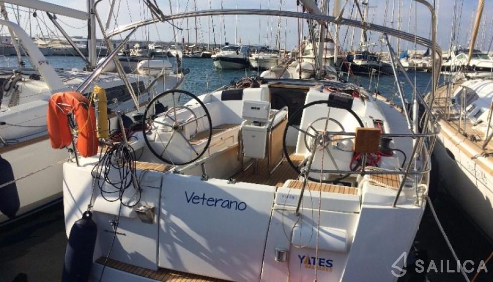 Jeanneau 40.9 - Yacht Charter Sailica