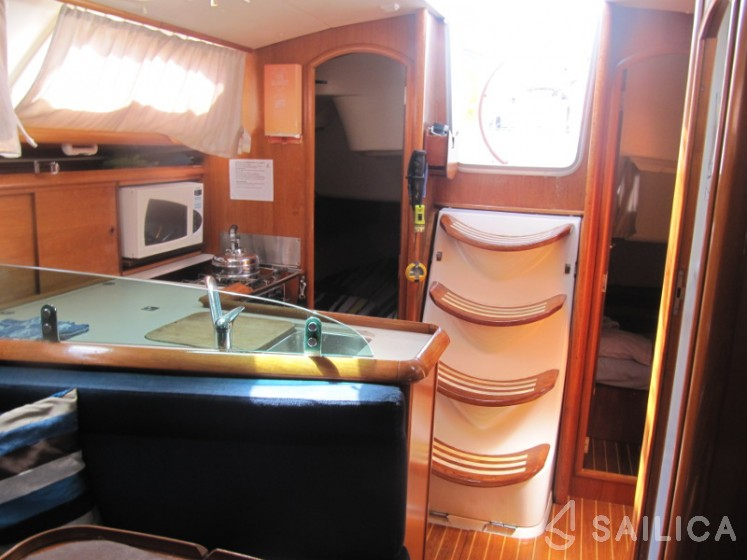 Sun Odyssey 35 in Port di Alcudia - Sailica