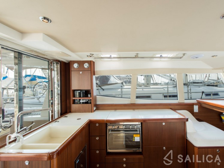 Moody DS 45 - Yacht Charter Sailica