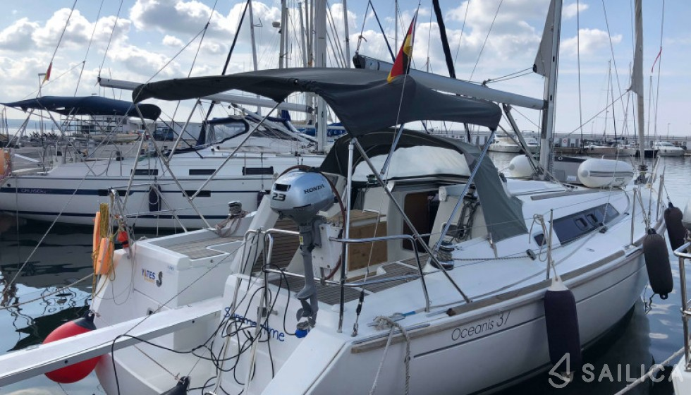 Beneteau 37 - Yacht Charter Sailica
