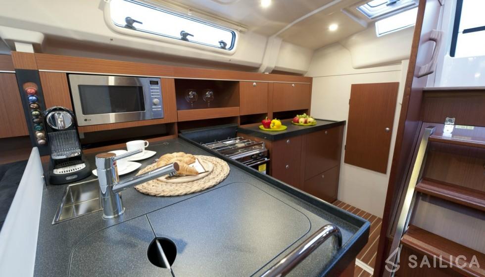 Hanse 385 - Yacht Charter Sailica