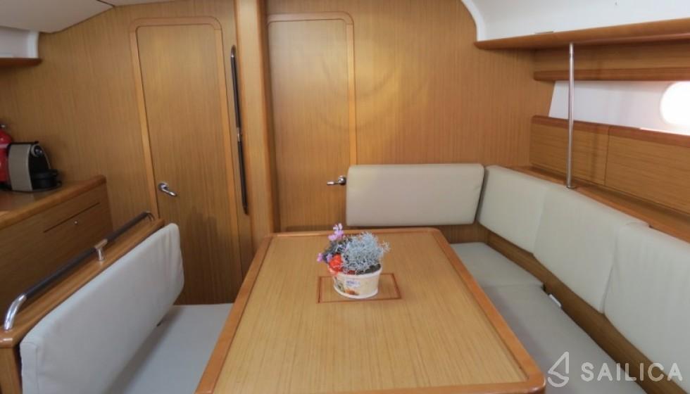 Jeanneau 44i - Sailica Yacht Booking System #4