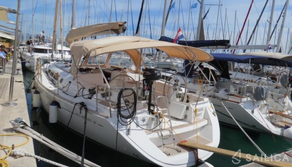 Jeanneau 44i - Yacht Charter Sailica