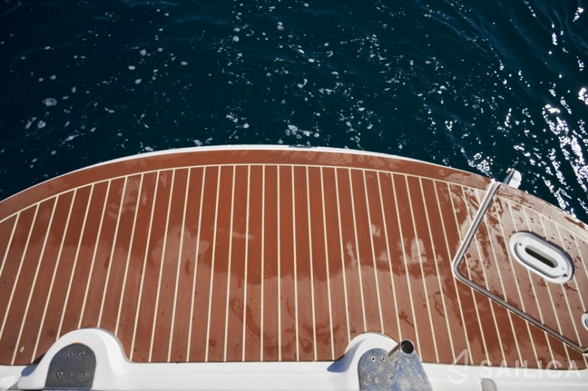 Four Winns 278 Vista - Yacht Charter Sailica