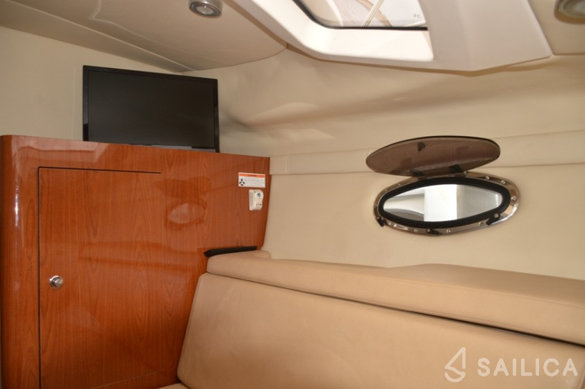 Regal Commodore 2860 - Yacht Charter Sailica