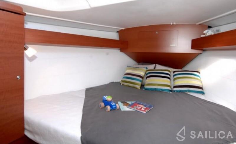 Dufour 335 GL - Yacht Charter Sailica