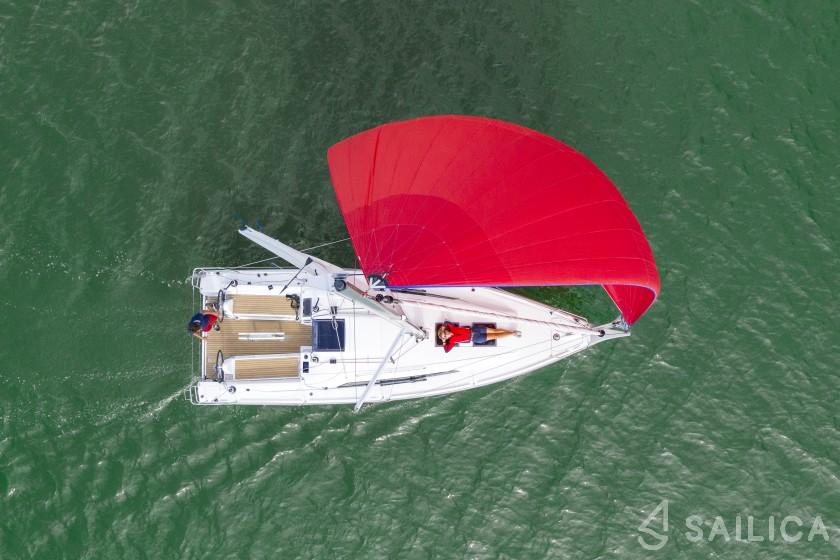 Oceanis 30.1 - Yacht Charter Sailica