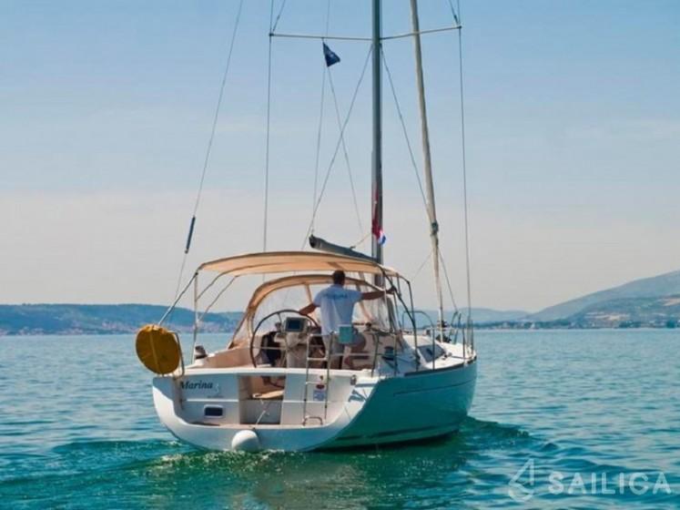 Oceanis 37 - Yacht Charter Sailica