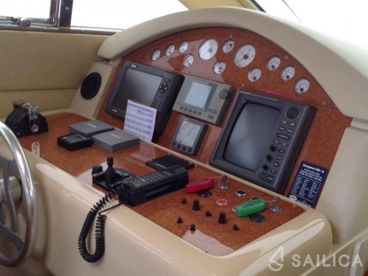 Ferretti 460 - Yacht Charter Sailica