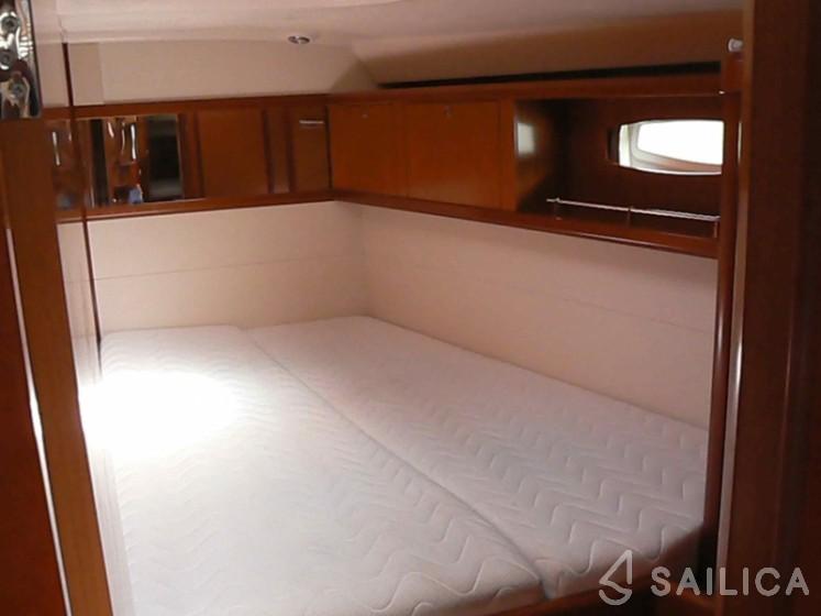 Oceanis 54 - Yacht Charter Sailica