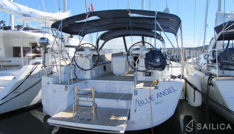 Jeanneau 54 - 5 cab - Yacht Charter Sailica