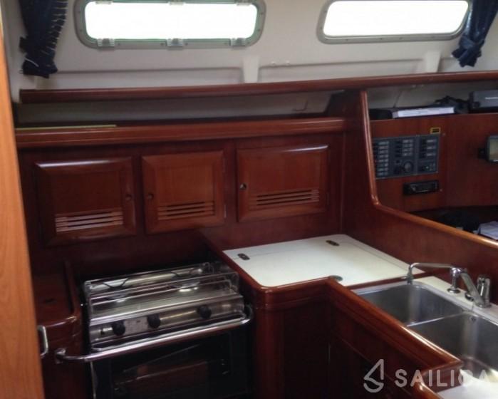 Oceanis 373 - Yacht Charter Sailica