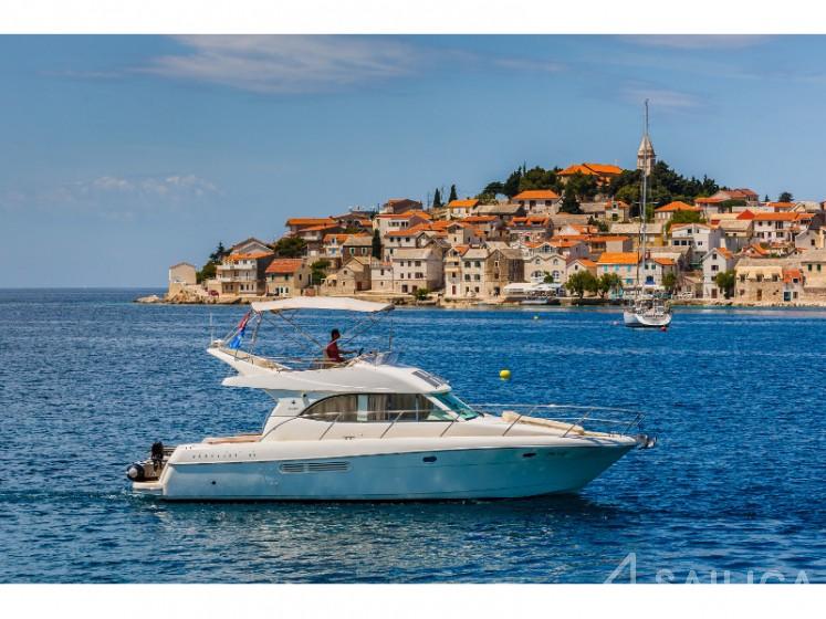 Prestige 36 Fly - Yacht Charter Sailica