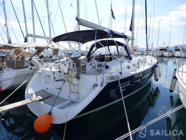 Oceanis 523 - Yacht Charter Sailica