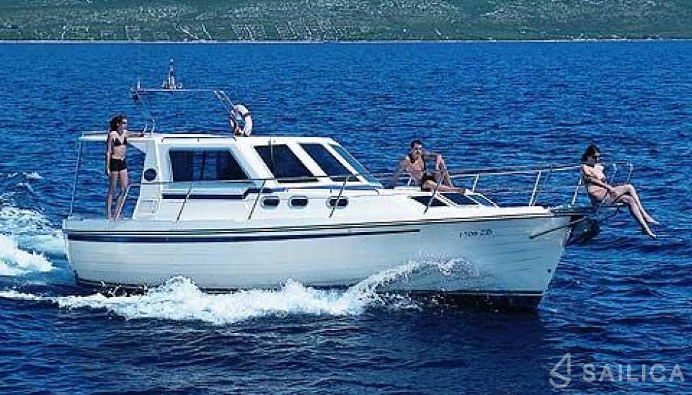 Adria 1002 -Bow thruster - Yacht Charter Sailica
