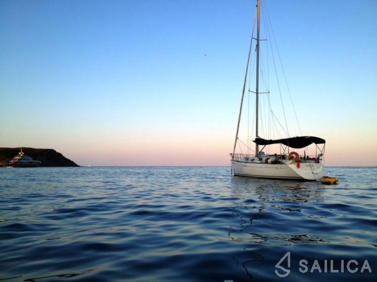 First 33.7 - Yacht Charter Sailica