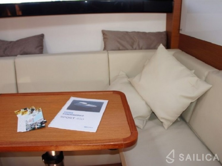 Bavaria 400 Coupe - Yacht Charter Sailica