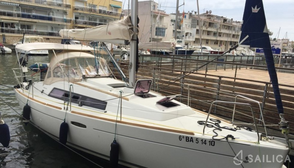 Beneteau 31 - Yacht Charter Sailica