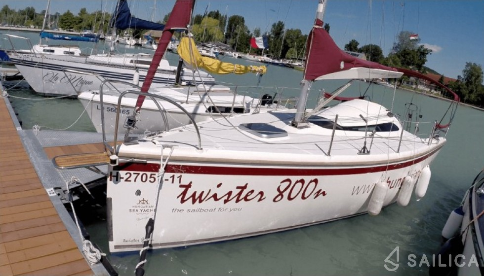 Twister 800 - Yacht Charter Sailica