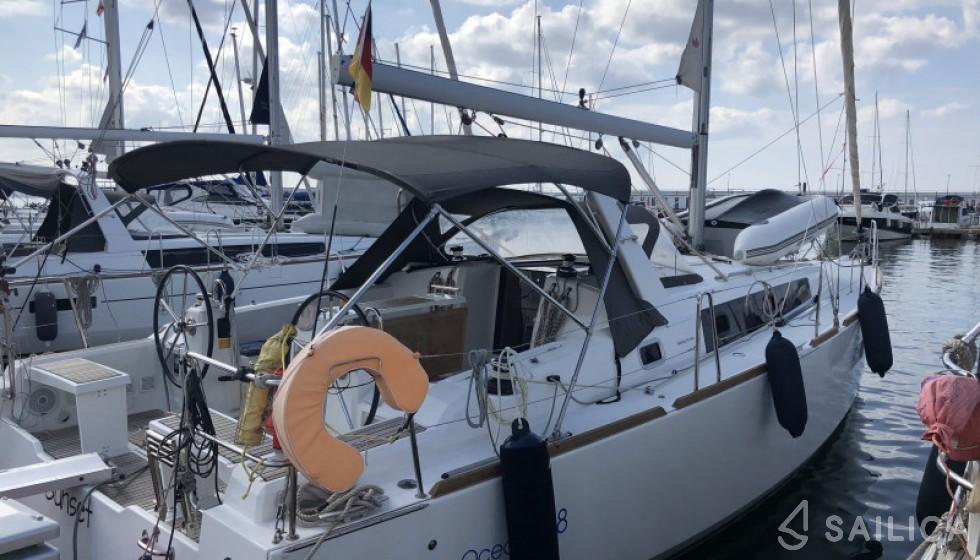 Beneteau 38 - Yacht Charter Sailica