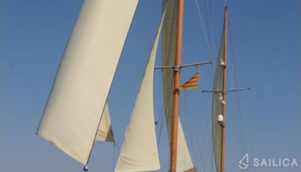 Yarrow & Co. Glasgow 35 - Yacht Charter Sailica
