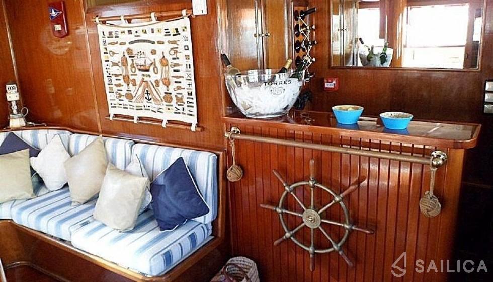 Yarrow & Co. Glasgow 35 - Sailica Yacht Booking System #7