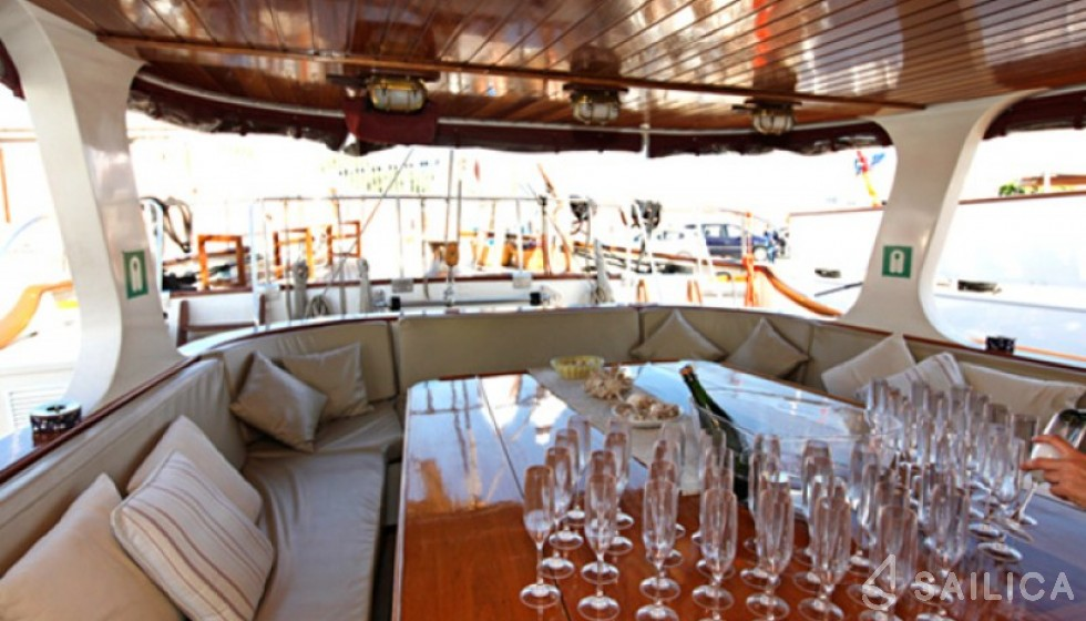 Yarrow & Co. Glasgow 35 - Sailica Yacht Booking System #9