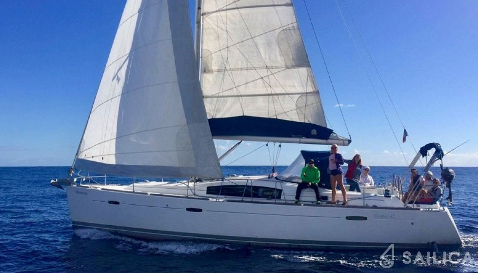 Rent Beneteau 43 in Spain - Sailica