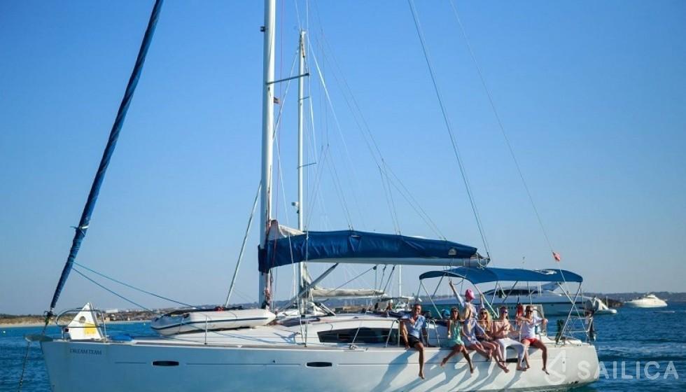 Beneteau 43 - Yacht Charter Sailica