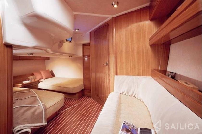 Bavaria 42 HT - Yacht Charter Sailica