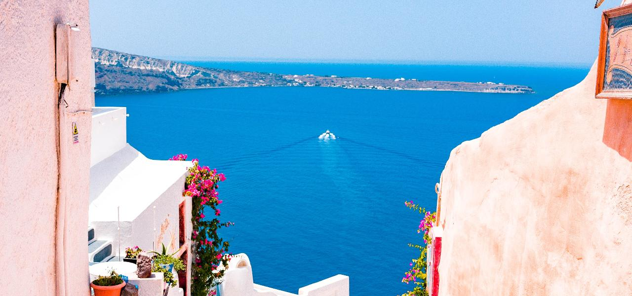 Best places for yacht vacation in Greece